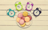 Clock and macaron with christmas toys. — Stock Photo