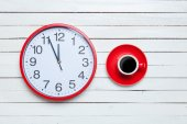Redh clock and cup on white background. — Stock Photo