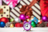 Clock and Christmas toys. — Stock fotografie