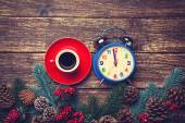 Alarm clock and coffee on a wooden table. — Stock Photo