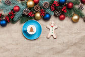 Hot cappuccino with christmas tree shape and cookie on a table n — ストック写真