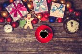 Cup of coffee next to christmas toys on wooden table. — Stock Photo