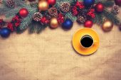 Hot coffee with christmas tree shape on a table near pine branch — Stock Photo