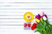 Cappuccino and gift box — Stock Photo