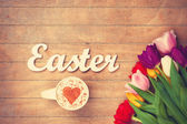 Cappuccino  and word Easter near flowers — Stockfoto