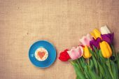 Tulips and cup of cuppuccino  — Stock Photo