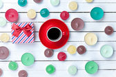 Cup of coffee with gift box and candles — Stock Photo