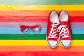 Gumshoes with white shoelaces and glasses — Stock Photo
