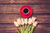 Cup of coffee and bouquet of tulips — Stock Photo