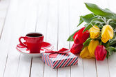 Cup and gift box with bouquet of tulips  — Stock Photo