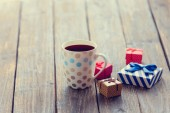 Cup of coffee and gift box — Стоковое фото
