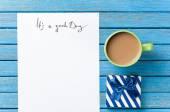 Cadeau en papier met goede dag inscriptie — Stockfoto