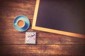 Cup of coffee and gift box — Stock Photo