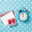 Alarm clock and gift box with envelope  — Stock Photo #71482869