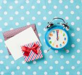 Alarm clock and gift box with envelope  — Stock Photo
