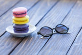 Macarons and little notebook with glasses — Stock Photo