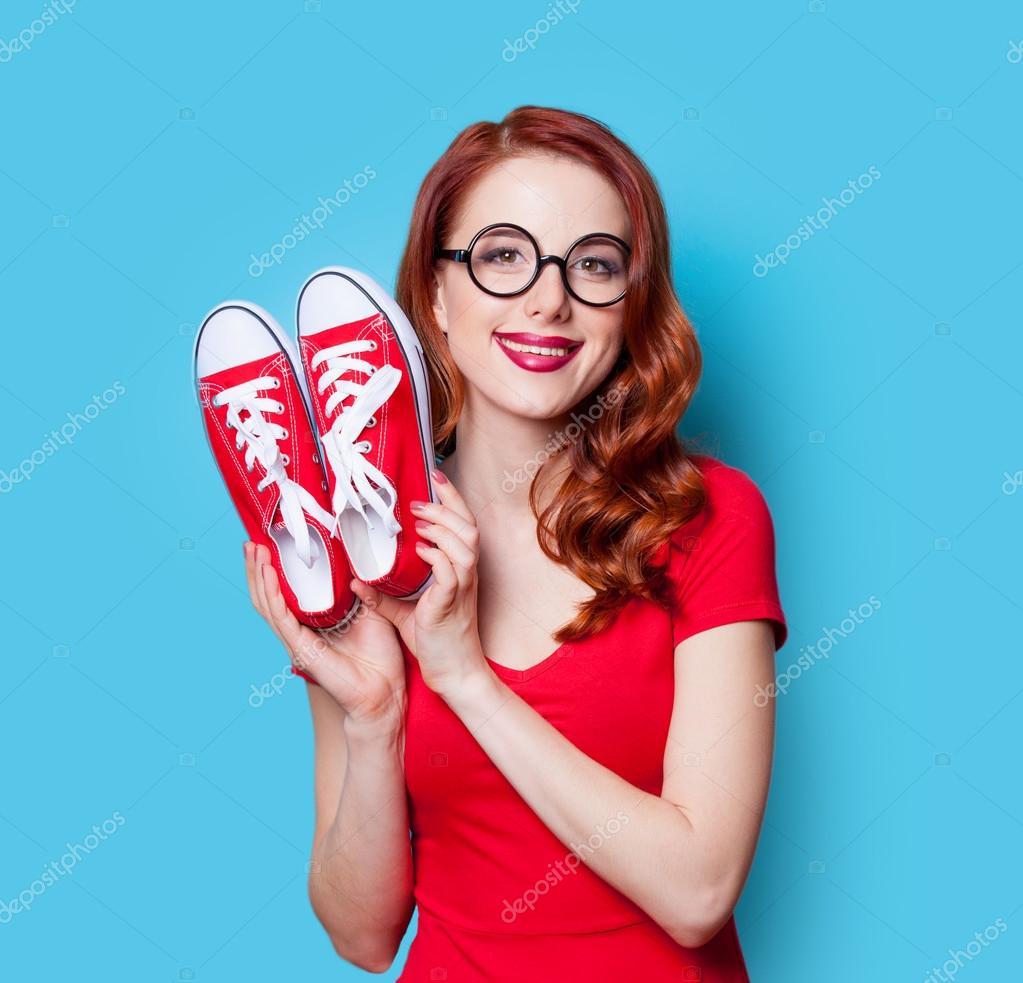 Рыжая в красном платье фото 22 фотография
