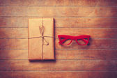 Package and red glasses — Fotografia Stock