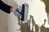 Process putty concrete wall  — Stock Photo