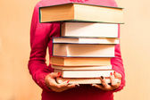 A large number of books in the hands  — Foto Stock