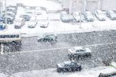 City Road with cars in time of heavy snow — Stock Photo