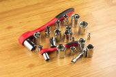 Ratchet and a set of different attachments to tighten the bolts — Stock Photo