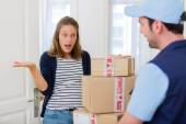 Delivery man handing over a parcel to customer — Stock Photo