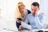 Attractive couple doing administrative paperwork — Foto Stock