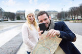 Young couple on holidays taking pictures in the city — Stock Photo