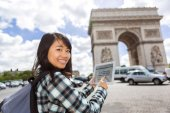 Young attractive asian tourist using tablet in Paris — Stock Photo