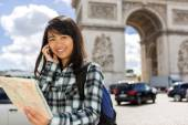 Young attractive asian tourist visiting Paris — Stock Photo