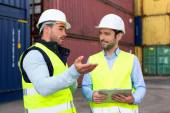 Worker explains to supervisor security system setting up — Stock Photo