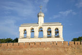 The bell tower of St. Sophia Cathedral summer morning. Veliky Novgorod — Stock Photo