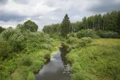 The river Slavyanka before the storm. Pavlovsk — Stock Photo