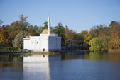 View of the Turkish bath pavilion the Golden autumn. Tsarskoye Selo — Foto Stock