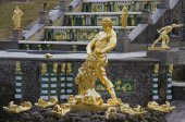 """The sculpture """"Samson tearing the lion's mouth"""". Petrodvorets — Stock Photo"""
