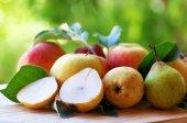 Португальские rocha груши и яблоки. — Стоковое фото