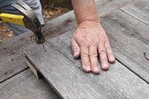 Man hammering — Stock Photo