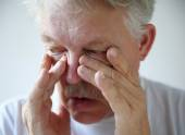 Man has nasal congestion — Stock Photo