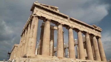 Parthenon - antique temple in Athenian Acropolis in Greece — Stock Video