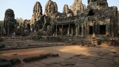 People at Bayon - Khmer temple complex at Angkor Thom — Stock Video