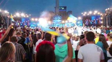 People at concert in Kiev, Ukraine — Stock Video