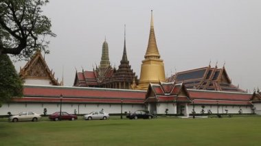 Temple of the Emerald Buddha in Bangkok, Thailand — Stock Video