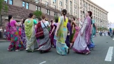 Women in Hindu traditional costumes — Stock Video