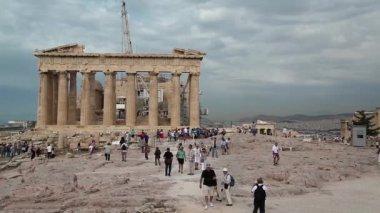 People near Parthenon — Stock Video