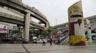 Road traffic in downtown of Bangkok — Stock Video