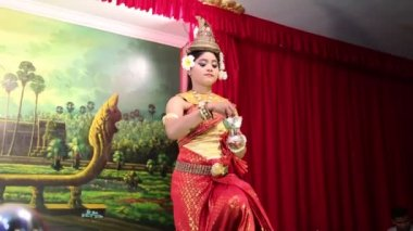 Traditional Apsara dancer — Stock Video