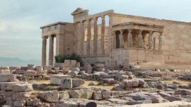 Antique temple in Athenian Acropolis — Stock Video