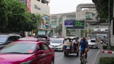 Road traffic in Bangkok, Thailand — Stock Video