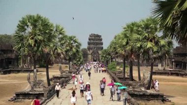 People in Angkor Wat temple, Cambodia — Stock Video